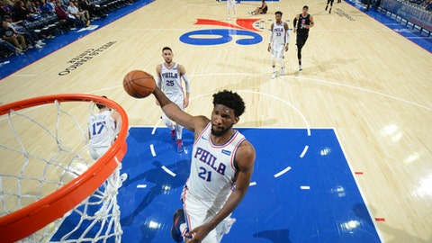 PHILADELPHIA,PA - FEBRUARY 10 : Joel Embiid #21 of the Philadelphia 76ers goes up for the dunk against the Los Angeles Clippers at Wells Fargo Center on February 10, 2018 in Philadelphia, Pennsylvania (Photo by Jesse D. Garrabrant/NBAE via Getty Images)