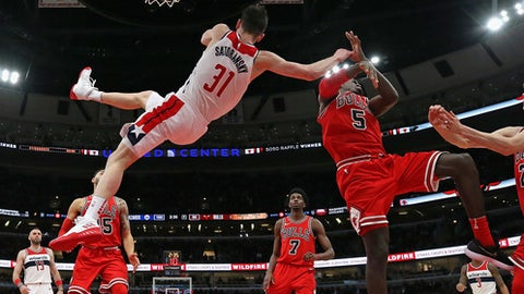 CHICAGO, IL - FEBRUARY 10:  Tomas Satoransky #31 of the Washington Wizards suffers a flagrant foul by Bobby Portis #5 of the Chicago Bulls late in the game at the United Center on February 10, 2018 in Chicago, Illinois.  The Wizards defeated the Bulls 101-90. (Photo by Jonathan Daniel/Getty Images)