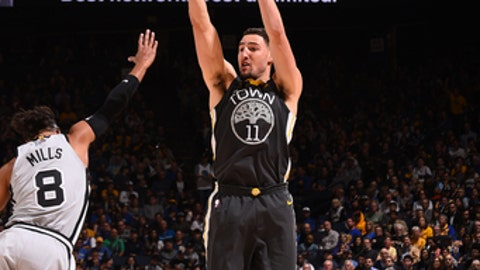 OAKLAND, CA - FEBRUARY 10: Klay Thompson #11 of the Golden State Warriors shoots the ball against the San Antonio Spurs on February 10, 2018 at ORACLE Arena in Oakland, California. (Photo by Noah Graham/NBAE via Getty Images)