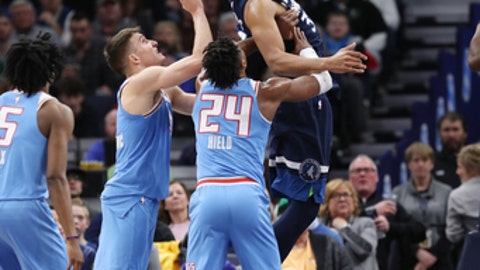MINNEAPOLIS, MN - FEBRUARY 11: Karl-Anthony Towns #32 of the Minnesota Timberwolves dunks against the Sacramento Kings on February 11, 2018 at Target Center in Minneapolis, Minnesota. (Photo by Jordan Johnson/NBAE via Getty Images)