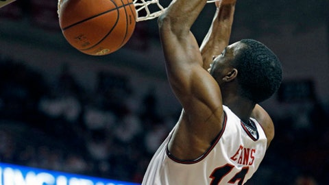 Texas Tech's Keenan Evans (12) dunks the ball during the second half of an NCAA college basketball game against Oklahoma, Tuesday, Feb. 13, 2018, in Lubbock, Texas. (AP Photo/Brad Tollefson)