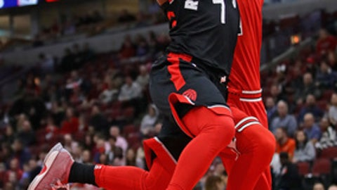 CHICAGO, IL - FEBRUARY 14:   Kyle Lowry #7 of the Toronto Raptors goes up for a shot past Lauri Markkanen #24 of the Chicago Bulls at the United Center on February 14, 2018 in Chicago, Illinois.  (Photo by Jonathan Daniel/Getty Images)