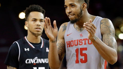 Houston forward Devin Davis, right, celebrates an upset win as Cincinnati guard Cane Broome, left, looks on as the final second tick away during the second half of an NCAA college basketball game Thursday, Feb. 15, 2018, in Houston. (AP Photo/Michael Wyke)