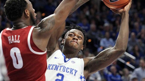 RETRANSMISSION TO CORRECT DATE - Kentucky's Jarred Vanderbilt (2) shoots while pressured by Alabama's Donta Hall (0) during the second half of an NCAA college basketball game, Saturday, Feb. 17, 2018, in Lexington, Ky. Kentucky won 81-71.(AP Photo/James Crisp)