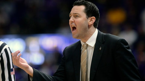 d coach Bryce Drew instructs his players against LSU during an NCAA college basketball game, Tuesday, Feb. 20, 2018 in Baton Rouge, La. (Hilary Scheinuk/The Advocate via AP)