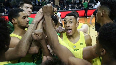 Oregon's Elijah Brown, center right, celebrates with his teammates after defeating Arizona State 75-68 in an NCAA college basketball game Thursday Feb. 22, 2018, in Eugene, Ore. (AP Photo/Chris Pietsch)