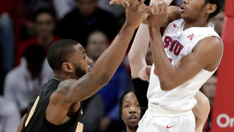 Wichita State forward Rashard Kelly, left, defends against a pass by Southern Methodist' Jimmy Whitt, right, in the first half of an NCAA college basketball game Saturday, Feb. 24, 2018, in Dallas. (AP Photo/Tony Gutierrez)