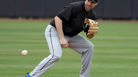 Major League Baseball free agent second baseman Neil Walker fields a ground ball during infield drills before a scrimmage game Tuesday, Feb. 27, 2018, in Bradenton, Fla. (AP Photo/Chris O'Meara)