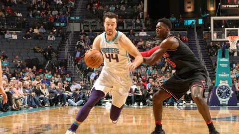 CHARLOTTE, NC - FEBRUARY 27: Frank Kaminsky #44 of the Charlotte Hornets handles the ball against the Chicago Bulls on February 27, 2018 at Spectrum Center in Charlotte, North Carolina. (Photo by Brock Williams-Smith/NBAE via Getty Images)