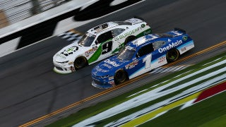 Tyler Reddick beats Elliott Sadler in closest finish in NASCAR history | 2018 NASCAR XFINITY SERIES