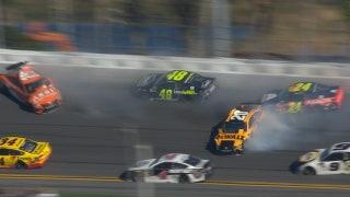 Johnson, Byron, & Suárez wreck as Busch wins stage 1   2018 DAYTONA 500   FOX NASCAR