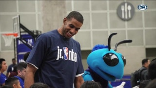 LaMarcus Aldridge helps out Jr. NBA | Spurs Insider
