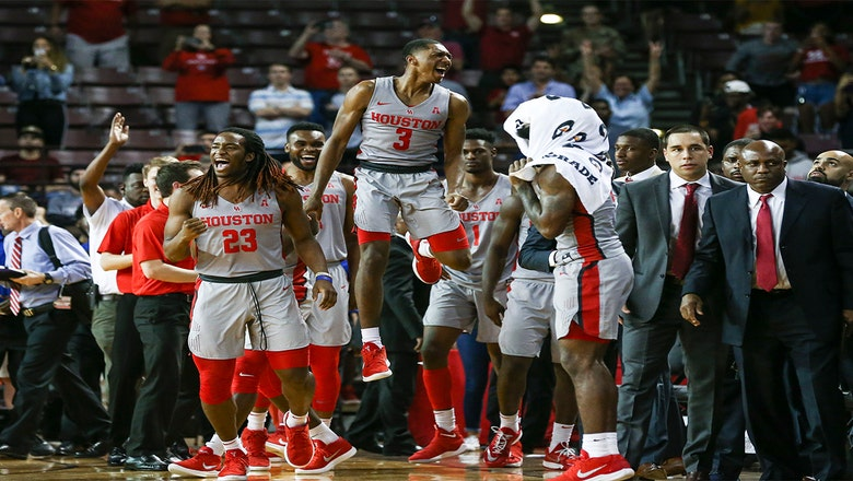Houston upsets No. 5 Cincinnati 67-62