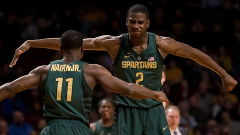 No. 2 men's basketball destroys Minnesota on the road