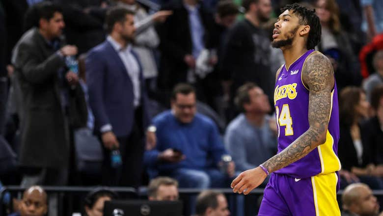 Lakers fall late to Timberwolves 119-11