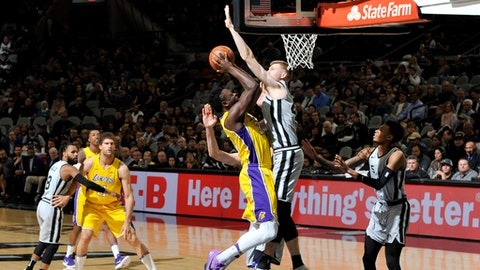SAN ANTONIO, TX - MARCH 3:  Julius Randle #30 of the Los Angeles Lakers handles the ball against the San Antonio Spurs on March 3, 2018 at the AT&T Center in San Antonio, Texas.