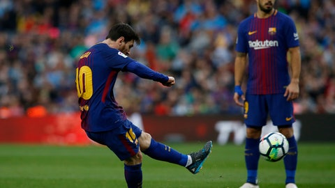 FC Barcelona's Lionel Messi kicks the ball to score during the Spanish La Liga soccer match between FC Barcelona and Atletico Madrid at the Camp Nou stadium in Barcelona, Spain, Sunday, March 4, 2018. (AP Photo/Manu Fernandez)