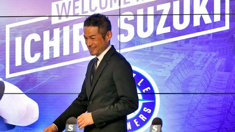 Seattle Mariners' Ichiro Suzuki arrives after signing a contract to a news conference at the teams' spring training baseball complex Wednesday, March 7, 2018, in Peoria, Ariz. Suzuki signed a one year deal in his return to the Mariners. (AP Photo/Matt York)