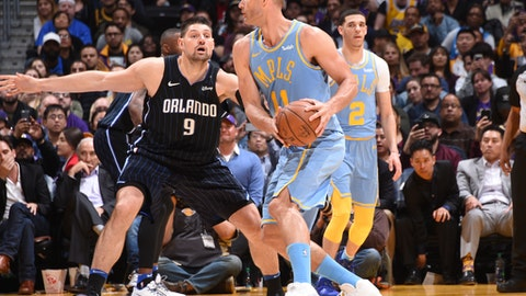 Brook Lopez's free throws help Lakers hold off Magic in freakish finish