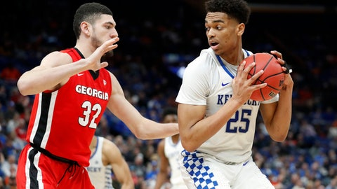 Kentucky's PJ Washington (25) looks for a way around Georgia's Mike Edwards (32) during the second half of an NCAA college basketball quarterfinal game at the Southeastern Conference tournament Friday, March 9, 2018, in St. Louis. Kentucky won 62-49. (AP Photo/Jeff Roberson)