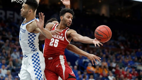 Alabama's Braxton Key (25) passes around Kentucky's Sacha Killeya-Jones under the basket during the first half of an NCAA college basketball game in the semifinals of the Southeastern Conference tournament Saturday, March 10, 2018, in St. Louis. (AP Photo/Jeff Roberson)