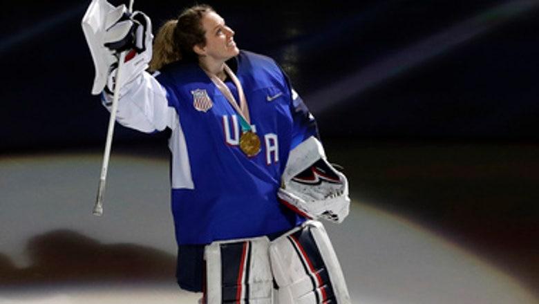 Kane's late PP goal lifts Blackhawks past Bruins 3-1