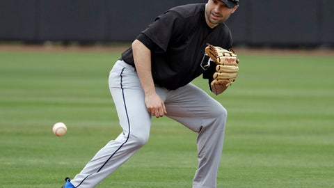 Neil Walker signing with Yankees pending a physical