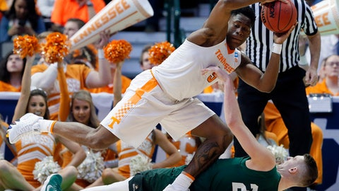 Tennessee forward Admiral Schofield (5) grabs a loose ball over Wright State center Parker Ernsthausen (22) in the second half of a first-round game in the NCAA college basketball tournament in Dallas, Thursday, March 15, 2018. (AP Photo/Tony Gutierrez)
