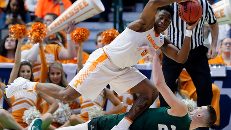 NCAA Latest: SEC with most teams left chasing Sweet 16