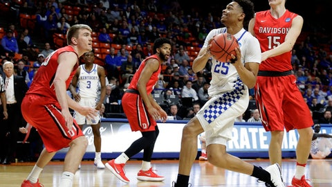 Kentucky forward PJ Washington, second from right, drives to the basket past Davidson forward Oskar Michelsen, right, during the first half of a first-round game in the NCAA men's college basketball tournament Thursday, March 15, 2018, in Boise, Idaho. (AP Photo/Otto Kitsinger)