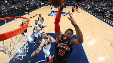 MEMPHIS, TN - MARCH 15: David Nwaba #11 of the Chicago Bulls drives to the basket during the game against the Memphis Grizzlies on March 15, 2018 at FedExForum in Memphis, Tennessee. (Photo by Joe Murphy/NBAE via Getty Images)