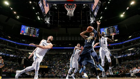 MEMPHIS, TN - MARCH 17: Jamal Murray #27 of the Denver Nuggets shoots the ball against the Memphis Grizzlies on March 17, 2018 at FedExForum in Memphis, Tennessee. (Photo by Joe Murphy/NBAE via Getty Images)