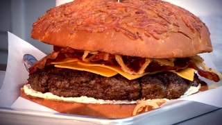 The ManiAACs Burger   Mavs Insider