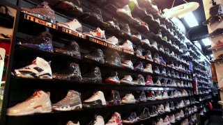 Clippers Weekly: Montrezl Harrell visits Heets Shoe Store in Atlanta