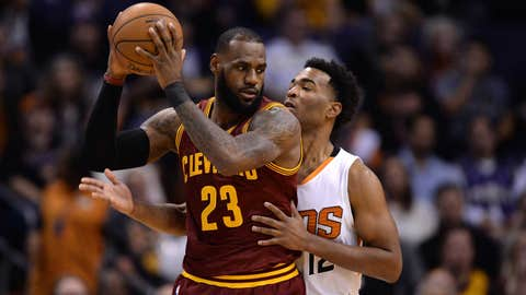 Another LeBron James triple-double helps Cavaliers bounce back, beat Suns