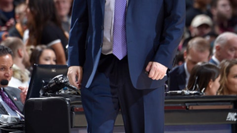 CLEVELAND, OH - NOVEMBER 24:  Head Coach Steve Clifford of the Charlotte Hornets reacts to a play during the game against the Cleveland Cavaliers on Novmber 24, 2017 at Quicken Loans Arena in Cleveland, Ohio. (Photo by David Liam Kyle/NBAE via Getty Images)