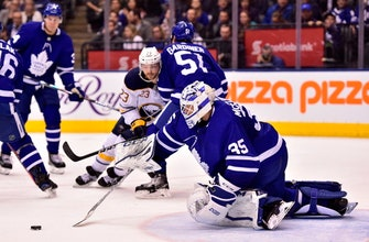 Nylander, Matthews lead Maple Leafs to 5-2 win over Sabres