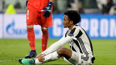 Juventus' Juan Cuadrado reacts after the Champions League, round of 8, first-leg soccer match between Juventus and Real Madrid at the Allianz stadium in Turin, Italy, Tuesday, April 3, 2018. Real won 3-0. (AP Photo/Luca Bruno)