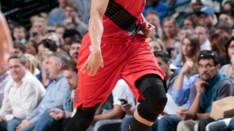 DALLAS, TX - APRIL 3:  Evan Turner #1 of the Portland Trail Blazers handles the ball against the Dallas Mavericks on April 3, 2018 at the American Airlines Center in Dallas, Texas. (Photo by Glenn James/NBAE via Getty Images)
