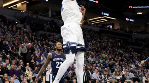 MINNEAPOLIS, MN -  APRIL 9:  Karl-Anthony Towns #32 of the Minnesota Timberwolves dunks the ball during the game against the Memphis Grizzlies on April 9, 2018 at Target Center in Minneapolis, Minnesota. (Photo by Jordan Johnson/NBAE via Getty Images)