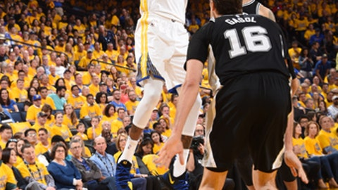 OAKLAND, CA - APRIL 14:  Kevin Durant #35 of the Golden State Warriors shoots the ball against the San Antonio Spurs in Game One of Round One during the 2018 NBA Playoffs on April 14, 2018 at ORACLE Arena in Oakland, California. (Photo by Andrew D. Bernstein/NBAE via Getty Images)