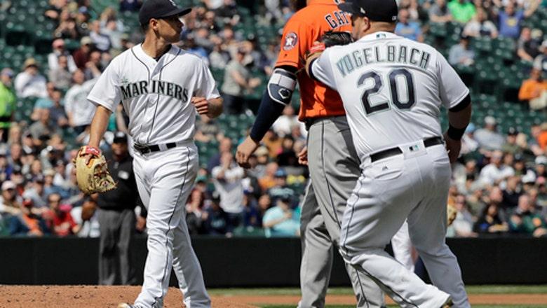 Mariners turn unlikely triple play against Astros
