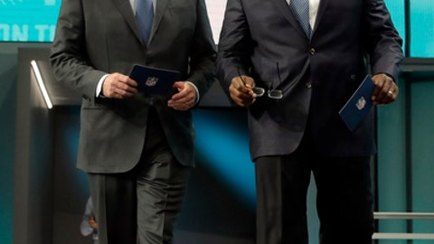 NFL Commissioner Roger Goodell, left, walks out with former player Dwight Stephenson to announce Penn State's Mike Gesicki as the Miami Dolphins' pick during the second round of the NFL football draft Friday, April 27, 2018, in Arlington, Texas. (AP Photo/Eric Gay)