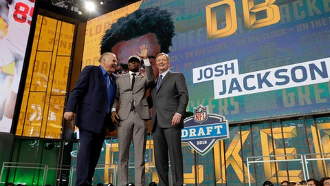 Former Green Bay Packers player Jerry Kramer, left, and NFL Commissioner Roger Goodell, right, pose with Iowa's Josh Jackson after Jackson was selected by the football team during the second round of the draft Friday, April 27, 2018, in Arlington, Texas. (AP Photo/Eric Gay)