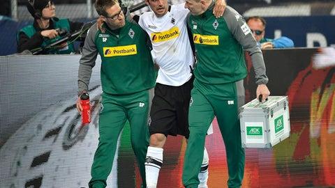 Moenchengladbach's Lars Stindl leaves the pitch injured during the German Bundesliga soccer match between FC Schalke 04 and Borussia Moenchengladbach in Gelsenkirchen, Germany, Saturday, April 28, 2018. (AP Photo/Martin Meissner)