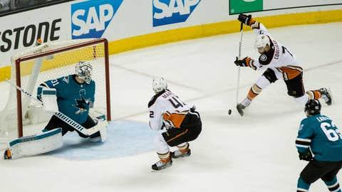 Sharks win Game 4, sweep Ducks in Western series