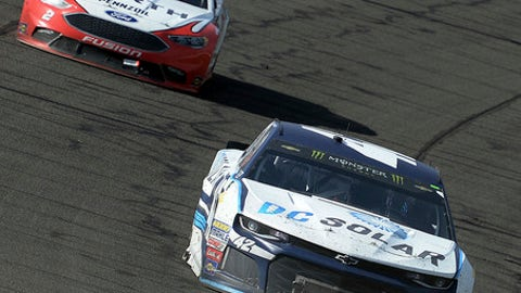 Kyle Larson (42) leads Brad Keselowski (2) during the late laps of the NASCAR 400 mile auto race Sunday, March 18, 2018, at Auto Club Speedway in Fontana, Calif. (AP Photo/Will Lester)