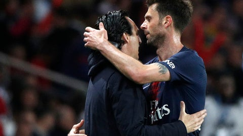 PSG's Thiago Motta is hugged by PSG head coach Unai Emery when being substituted during their League One soccer match between Paris Saint-Germain and Stade Rennais at the Parc des Princes stadium in Paris, Saturday May 12, 2018. (AP Photo/Christophe Ena)