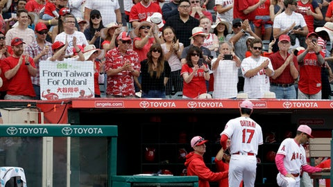 Fans clap as Los Angeles Angels starting pitcher Shohei Ohtani, of Japan, leaves the field during the seventh inning of a baseball game against the Minnesota Twins in Anaheim, Calif., Sunday, May 13, 2018. (AP Photo/Chris Carlson)