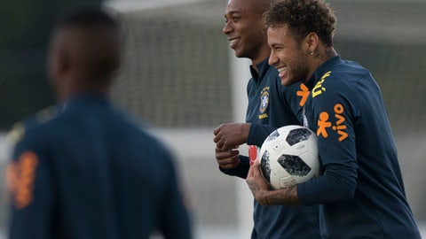 Brazil's Neymar, right, embraces Fernandinho during a national soccer team practice session ahead the World Cup in Russia, at the Granja Comary training center In Teresopolis, Brazil, Friday, May 25, 2018. (AP Photo/Leo Correa)